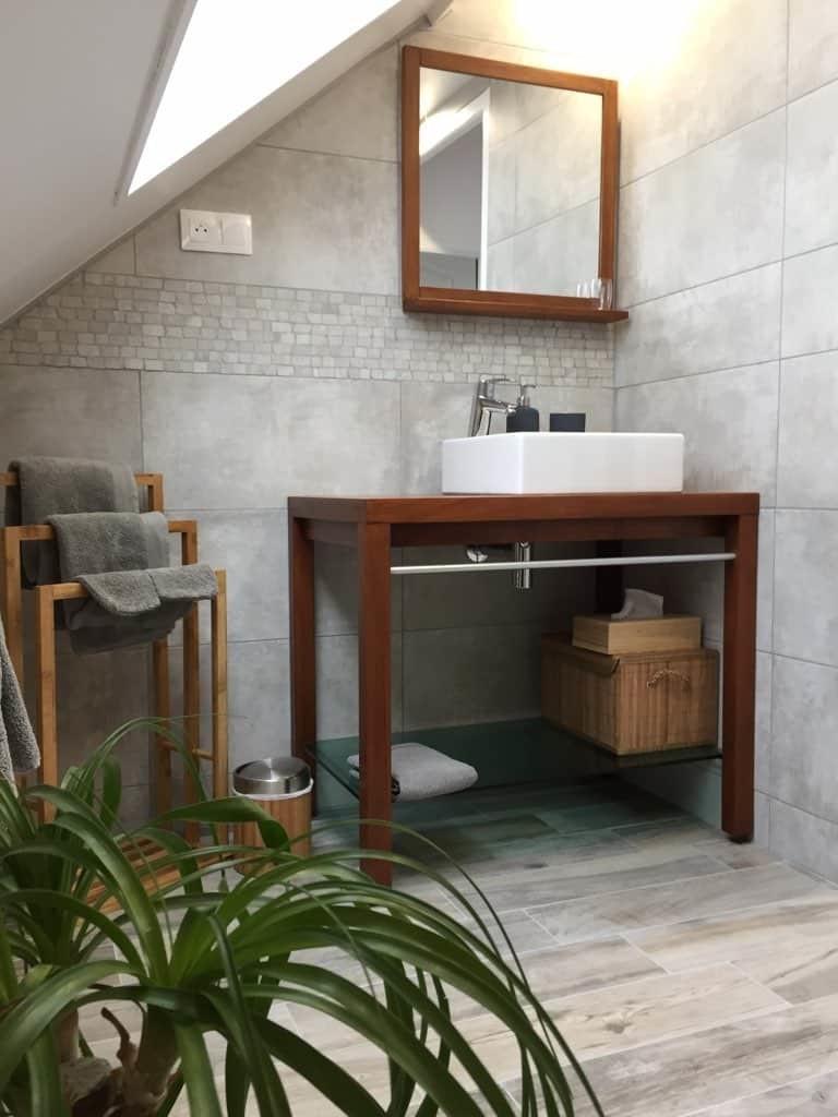 une salle de bain de qualité dans la suite le nid du chat pour un séjour en Baie de Somme confortable et  délassant