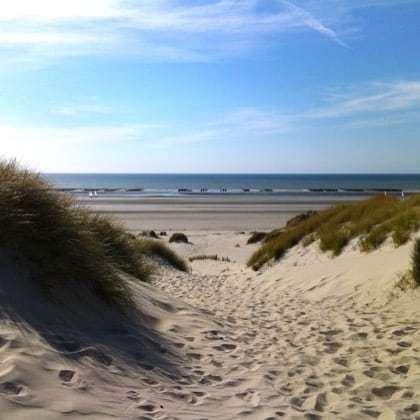 Balade dans le Marquenterre, entre les dunes et au loin les bouchots des moules du Crotoy