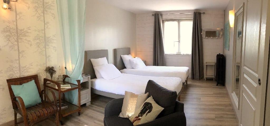 """la chambre """"poisson volant"""" est une chambre d'hôtes conçue pour accueillir des PMR, elle est également accessible aux animaux."""